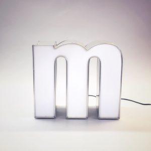 Leuchtbuchstabe m