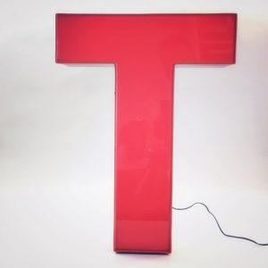 Leuchtbuchstaben T